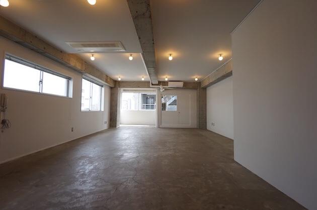 【募集終了】骨董通り。モルタルと塗装のシンプル空間。