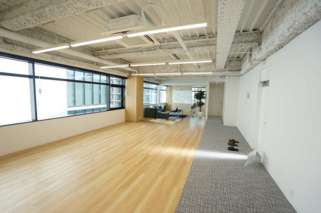 【募集終了】田町。採光・天高・会議室と揃ったリノベオフィス。