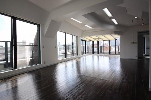 【募集終了】代々木徒歩5分、開放感抜群なペントハウスオフィス