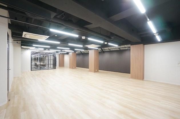 【募集終了】西新宿のリノベオフィス、使いやすい2フロアの組合せ