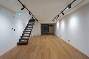 青山一丁目。無機質な新築メゾネットオフィス。<p>[港区/82万/85㎡]