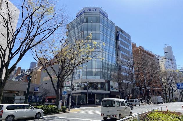 新宿三丁目、ガラスウォールのハイグレードオフィスを居抜きで<p>[新宿区/169万/186㎡]