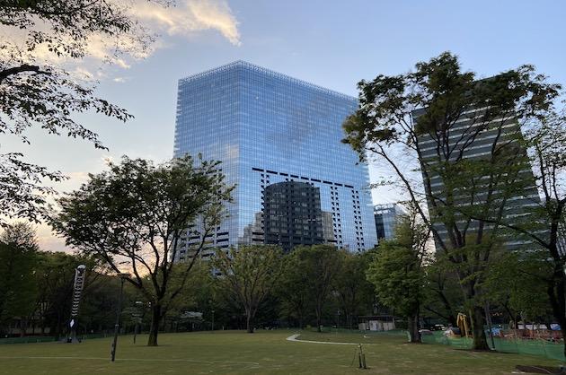 【募集終了】西新宿、ハイグレードビルをリーズナブルに借りる