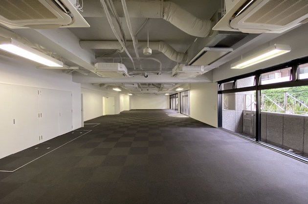 東麻布、天井高3.2mのスタジオライクなリノベ空間<p>[港区/196万/282㎡]