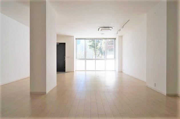表参道。ホワイト空間で住みながら働く。<p>[渋谷区/57万/110㎡]