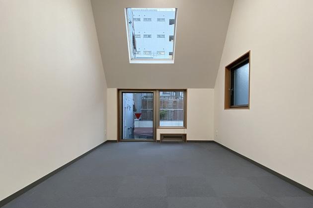 市ヶ谷3分、天高3.3mのアトリエ的新築SOHO<p>[千代田区/26万/39㎡]