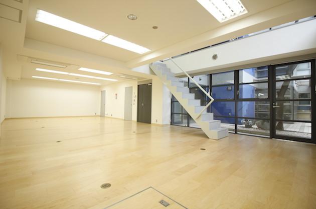 【募集終了】南青山、地下にも日が射し込むメゾネットオフィス。