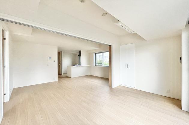 渋谷区神山町。白を基調としたSOHOマンション<p>[渋谷区/27万/56㎡]