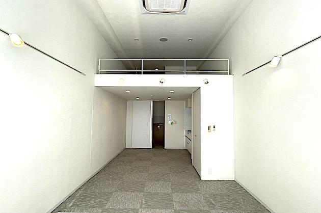 東新宿。立体感を使いこなすデザイナーズSOHO<p>[新宿区/21万/50㎡]