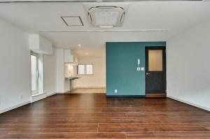 赤坂見附6分、オフィス街裏の最上階リノベSOHO<p> [港区/59万/72㎡]