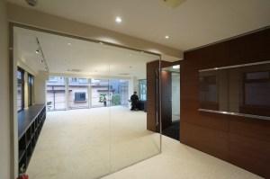 渋谷区、閑静な住宅街にカーテンウォールの空間<p>[渋谷区/122万/175㎡]