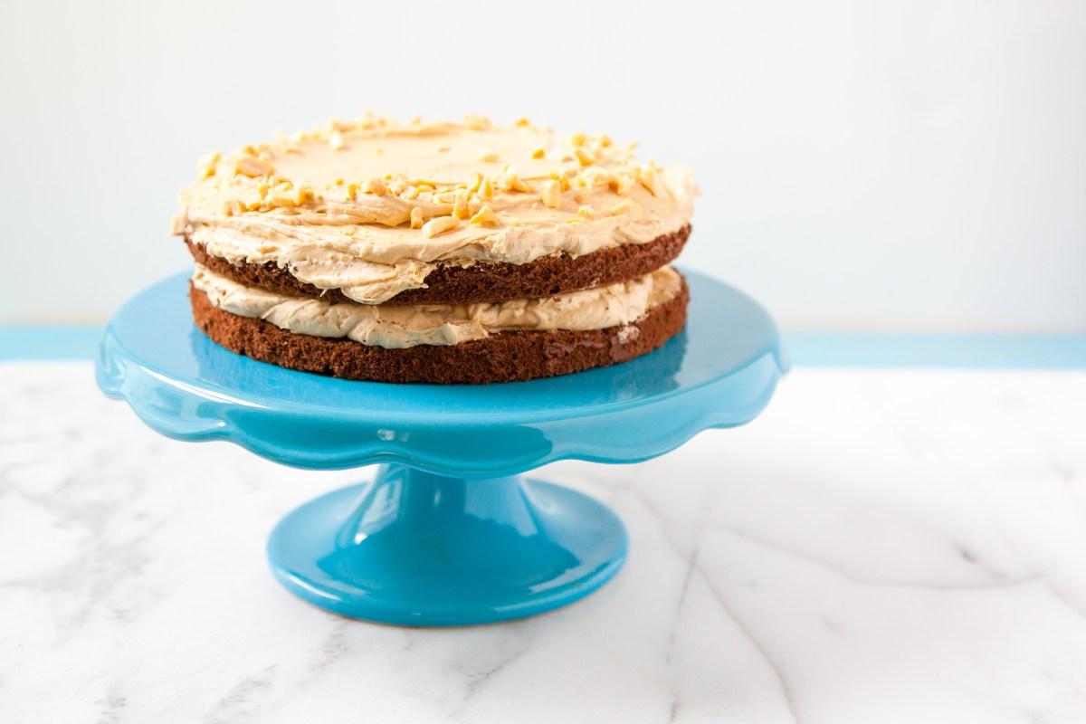 Čokoladna torta sa kremom od putera od kikirikija