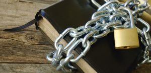 chained-bible-1