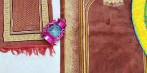 mothers praying at home with small kids taraweeh ramadan