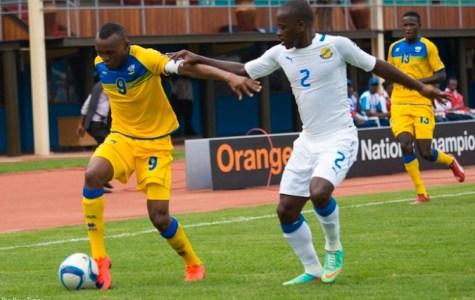 1453847600Rwanda-CHAN-team-captain-Jacques-Tuyisenge-(L)-takes-on-Gabonese-defender-Georges-Ambouroute