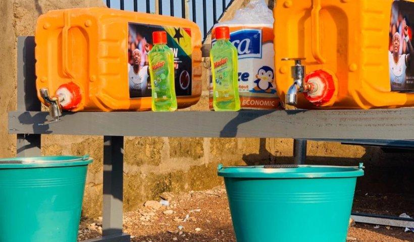 Dede Ayew donates sanitary items to Tamale Metropolis to fight coronavirus
