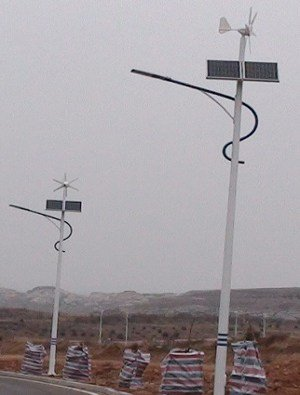 0015 Iluminación Solar y Energía Eólica para Exteriores