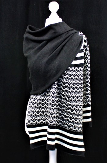 Solasonach Marrakech wrap in black and white lambswool