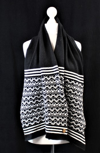 Solasonach Marrakech Scarf in Black and White Lambswool