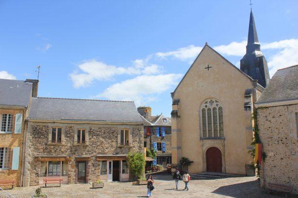 Place du village Sainte Suzanne