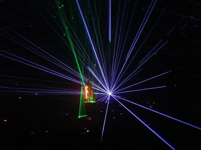 Homme laser cirque Gruss