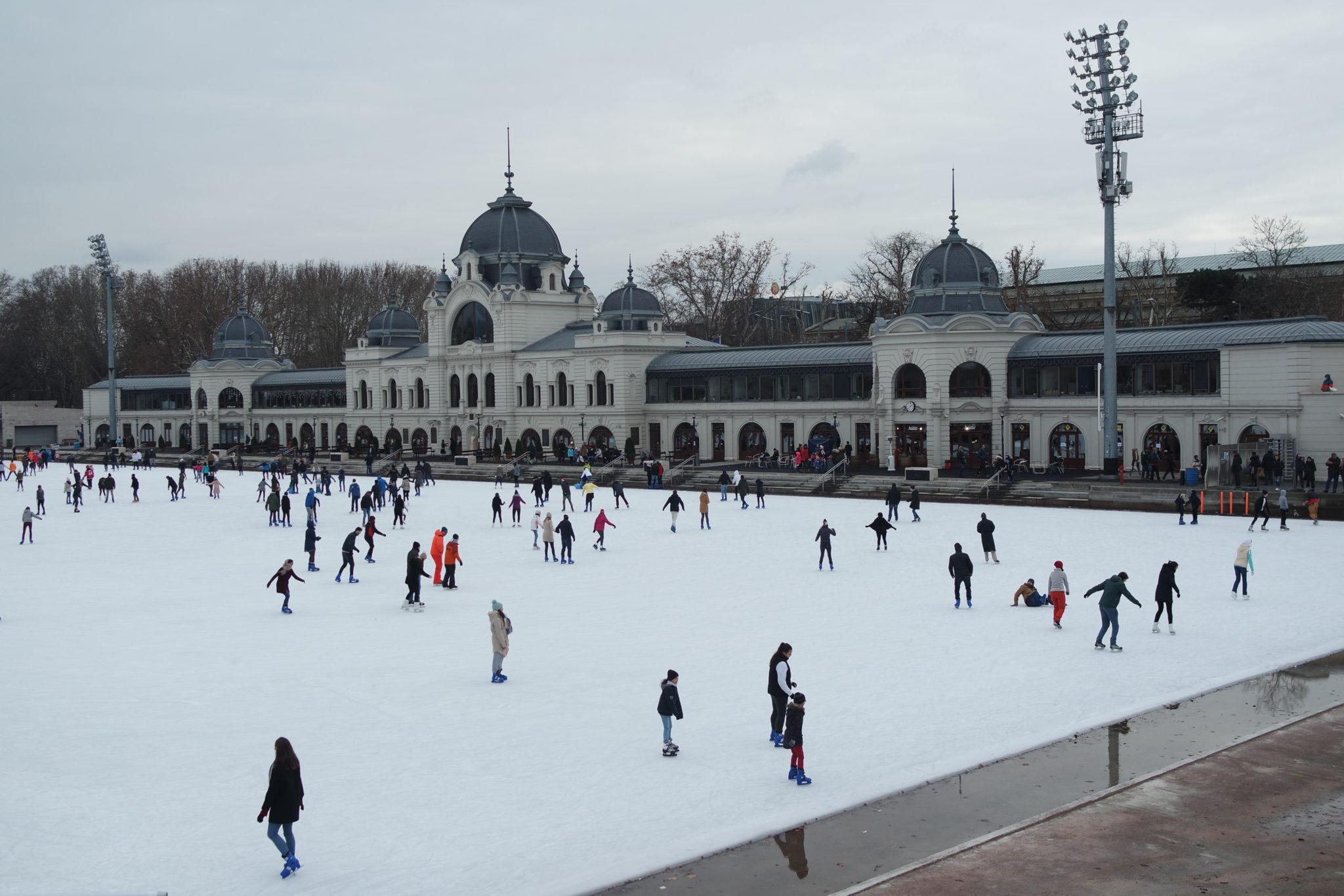 Budapest en hiver faire du patin