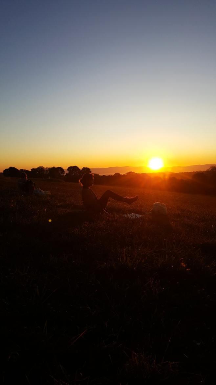 Retraite yoga lever du soleil Auvergne