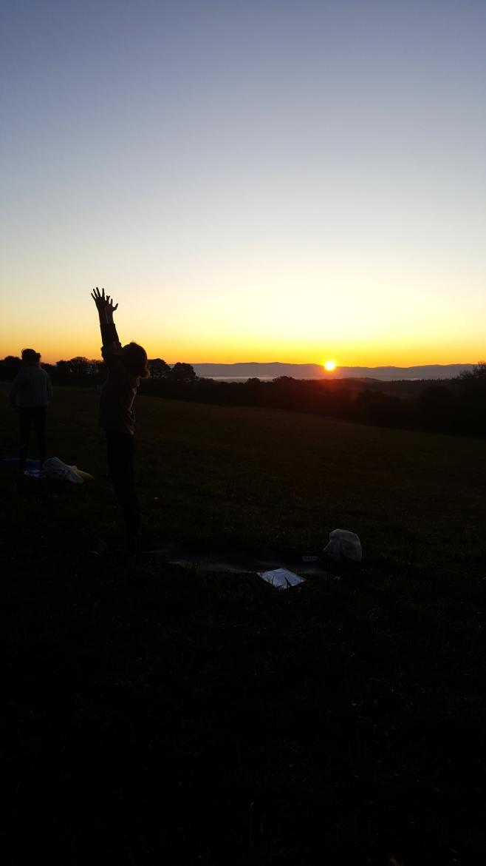Salutation au soleil Retraite yoga Auvergne