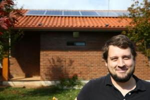 O fotógrafo Scliar investiu cerca de R$ 40 mil em instalação e hoje paga conta de energia de R$ 15