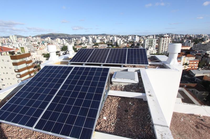 Uso de dispositivos como painéis fotovoltaicos para fornecer eletricidade está em expansão no Brasil - JOÃO MATTOS/ARQUIVO/JC