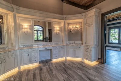 Preissless Design Interior Design - Lake Oconee property - master bath - photography by Solia Media