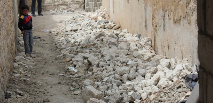 Syria Boy in rubble 680