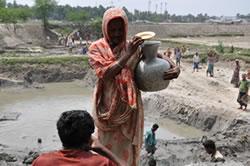 bangladesh-femme-jarre4-052012