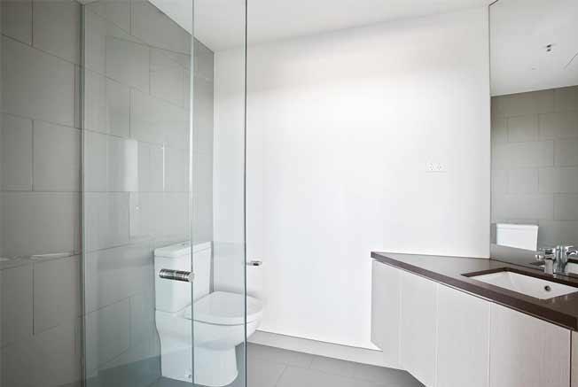 302/1101 Toorak Road Camberwell bathroom