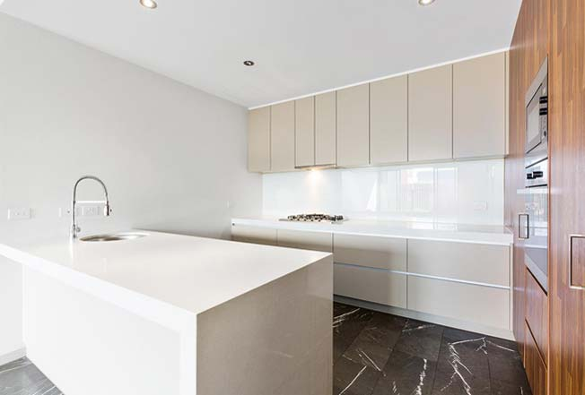 6/48 New Street Armadale kitchen