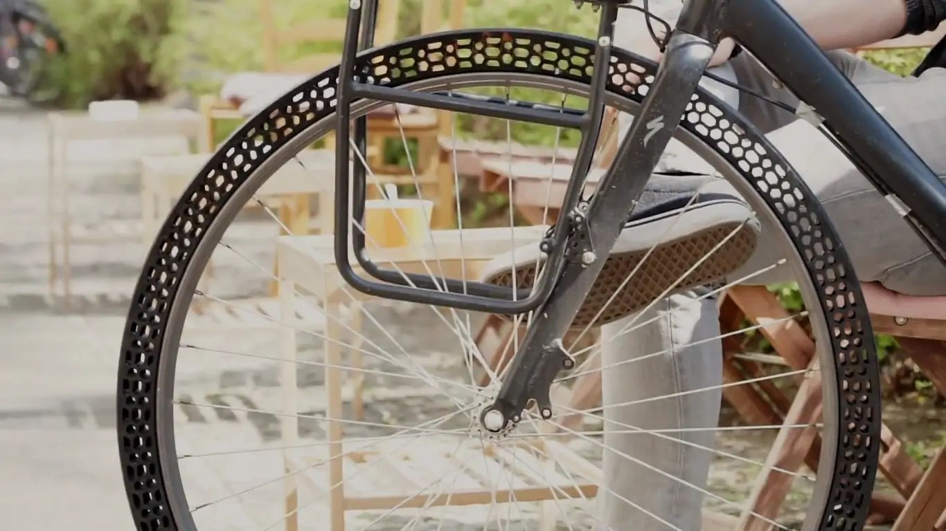 BigRep Just 3d Printed the World's First Airless Bicycle Tire… and It Actually Works!