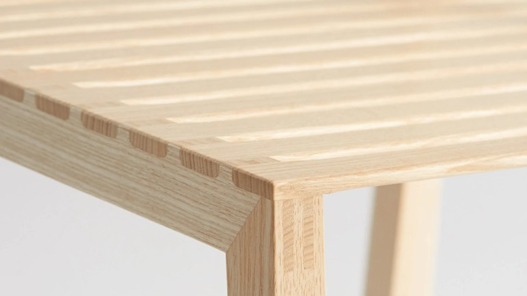 This Simple Wood Chair Bends to the Contours of Your Body