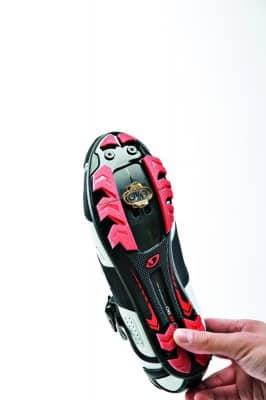 Colocación de las calas en las zapatillas