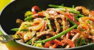 Wok de verduras con pollo, gambas y ternera