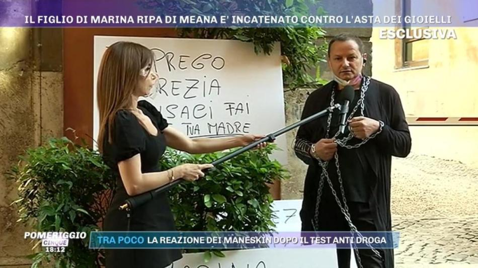 la-protesta-di-andrea-ripa-di-meana-C-1-article-23586-launch-horizontal-image