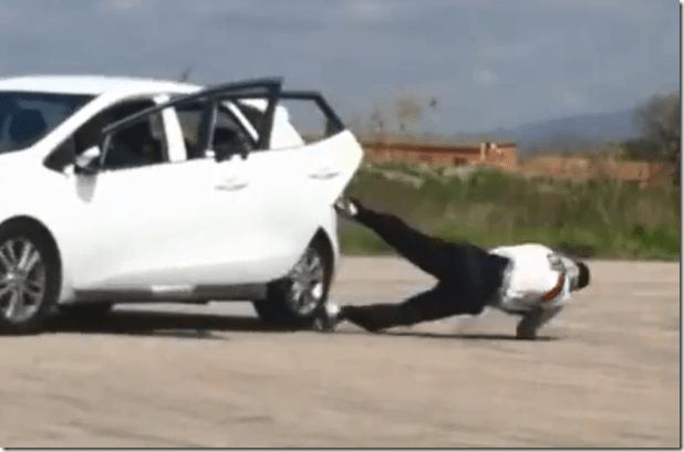Como saltar de un auto andando en forma segura