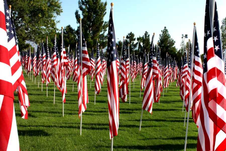 corner-flags-us-american-flags-9-11-memorial_t20_7OVXg7 (1)