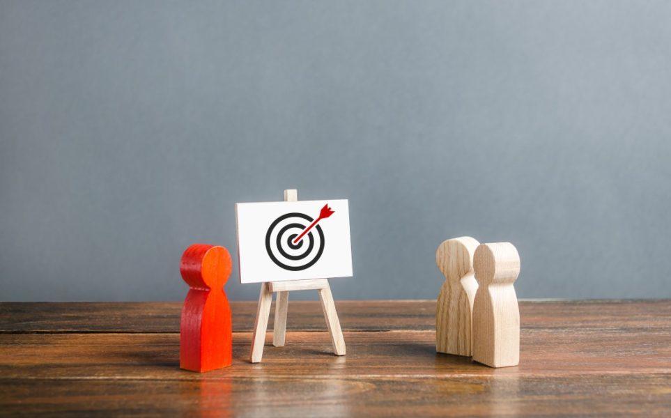 marketing-targeting-goal-target-education-training-strategy-sales-advertising-retargeting-remarketing_t20_VLj381