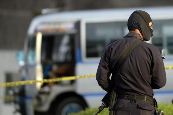 Policías deberán patrullar con el rostro descubierto