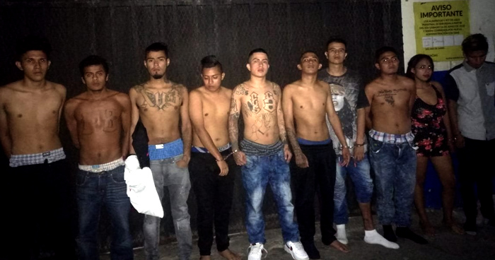 Capturan a 10 pandilleros de la 18 cuando celebraban una fiesta en un bar de la colonia Miramonte