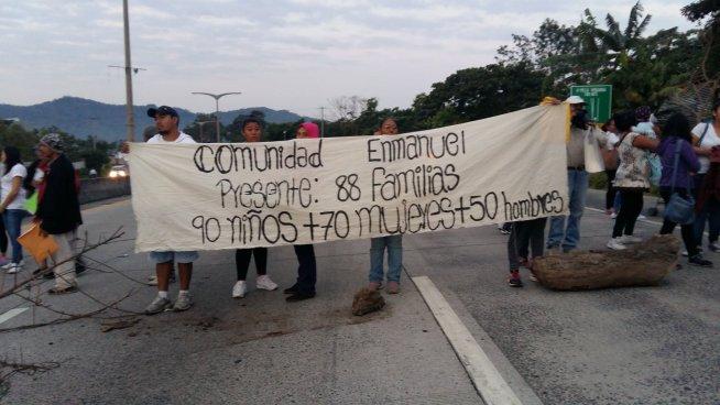 Habitantes de Comunidad Enmanuel cierran paso en Blvd. Monseñor Romero