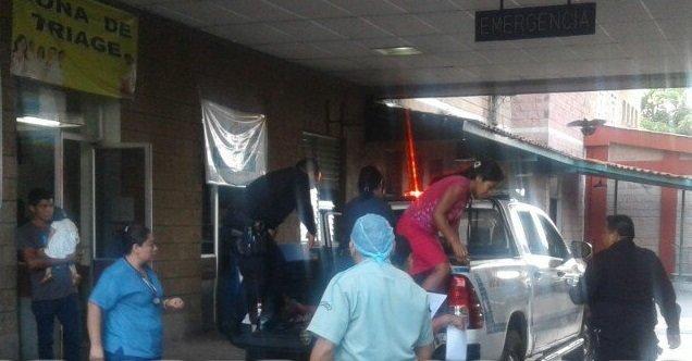 Pandilleros atacan a machetazos a una joven bachiller y niña de 9 años en Sonsonate