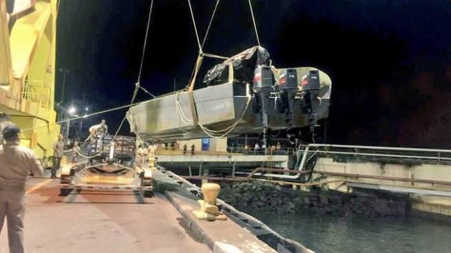 Fuerza Naval incauta bote semisumergible cerca del Puerto de Acajutla, Sonsonate