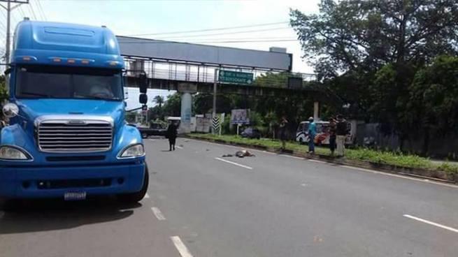 Anciano muerto y menor lesionado tras ser atropellados por un auto en Sonsonate