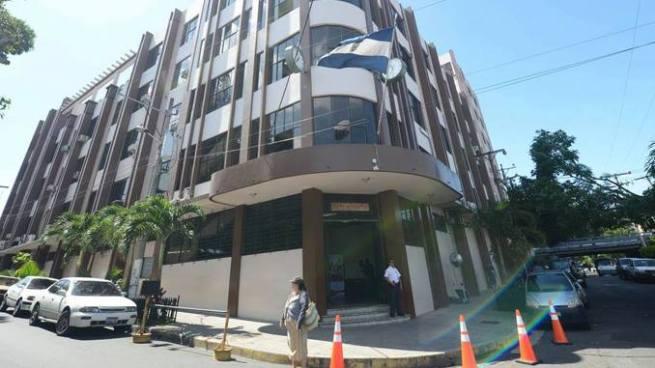 FMLN, ARENA y GANA presentan propuestas de candidatos para magistrados de la CCR